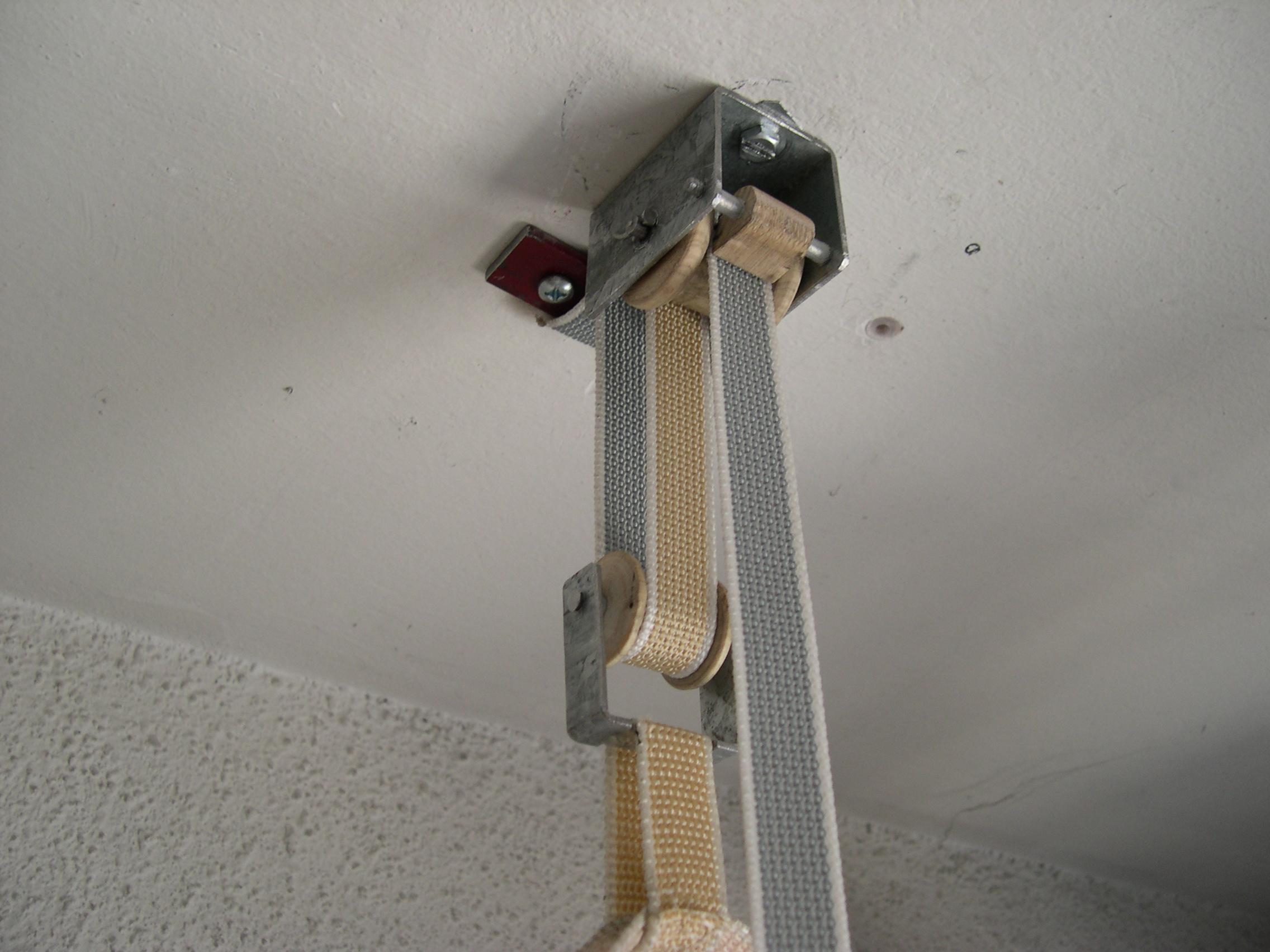 Colgador elevador de bicicletas for Colgador de pared para ropa